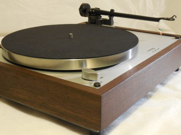 Thorens TD-160 Super Reproduction, Upgraded Rega (Moth) RB-202 arm, Peruvian Walnut Plinth 02