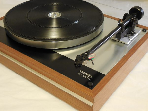 Classic Thorens TD-160B w/ new Rega (Moth) RB-202 arm and Grado cartridge 02