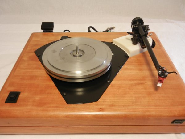 ar_es-1_turntable_maxed_out_rb-301_cherry_11