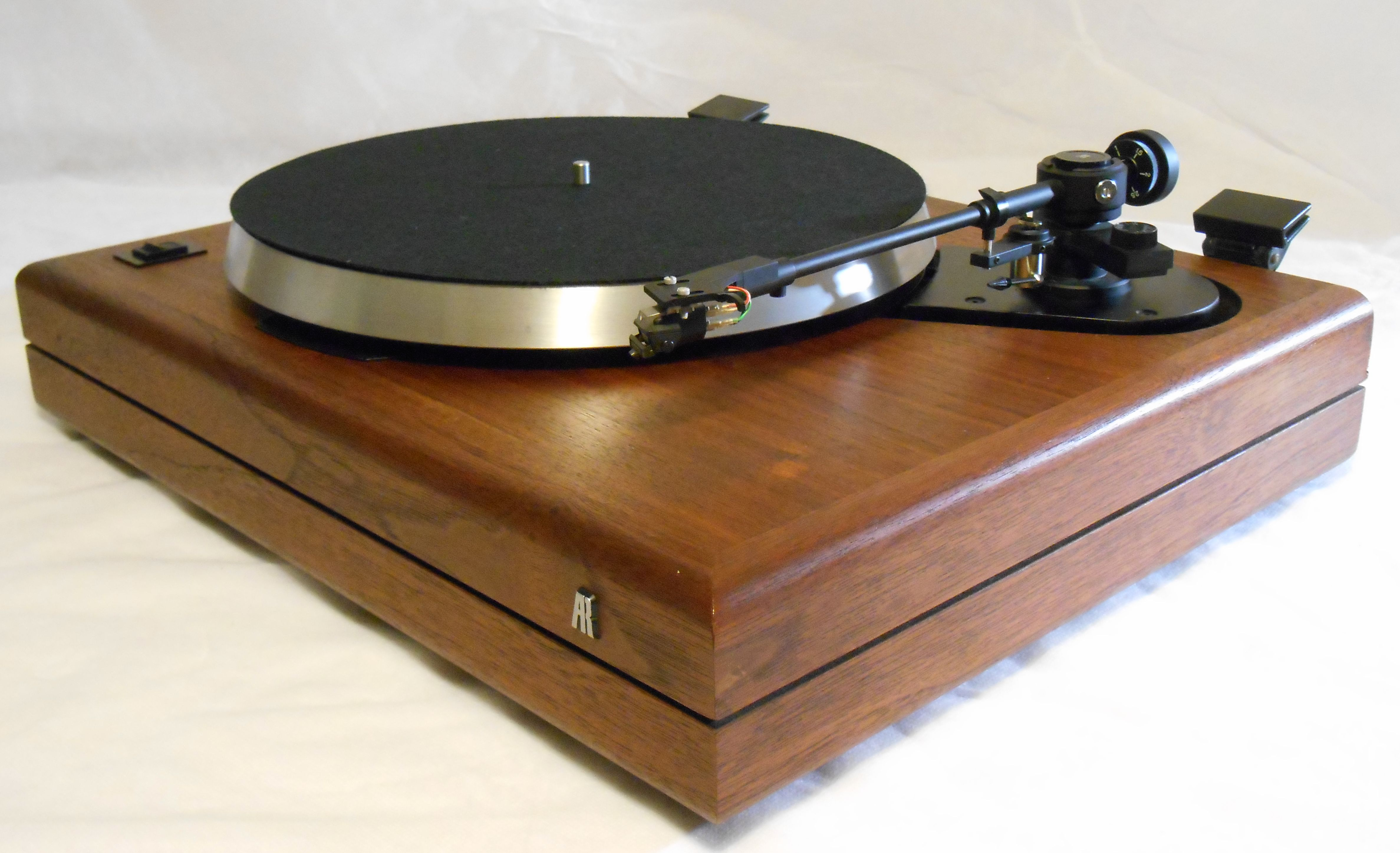 AR the Turntable in Walnut, includes Shure V-15 Cartridge