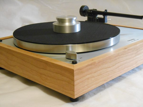 thorens_td-160_super_turntable_reproduction_solid_cherry_rega_03