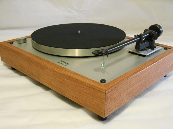 Thorens TD-160 Super Reproduction, Upgraded Rega (Moth) RB-202 arm, Brazilian cherry 01
