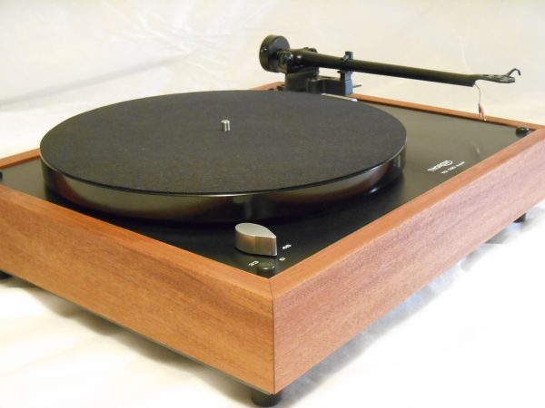 Thorens TD-160 Super Reproduction, Midnight Edition (ME), Upgraded Rega (Moth) RB-202 arm, solid Santos Mahogany 01